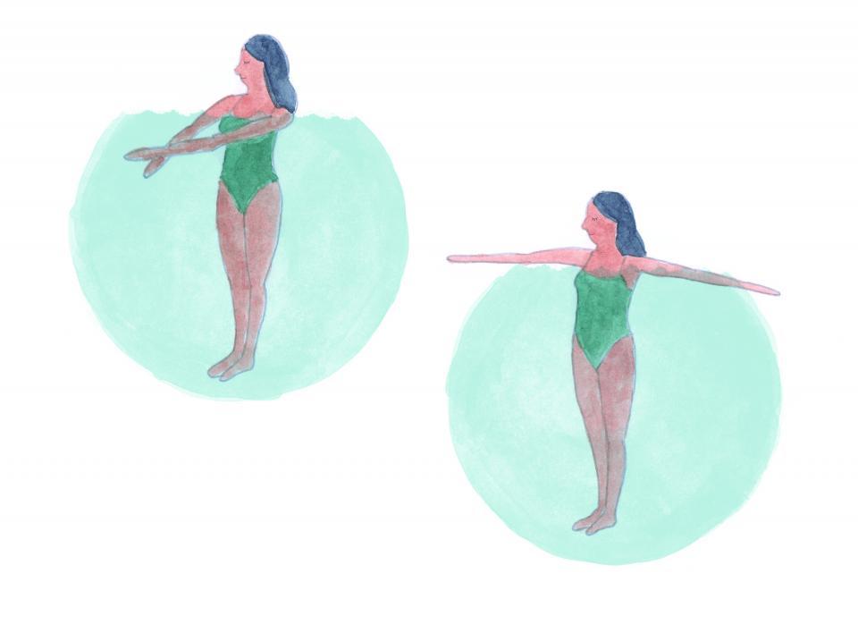 Separar los brazos en el agua